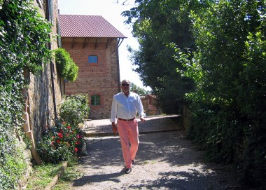 for a first-time visitor to The Boot, Dino dressed molto Italiano