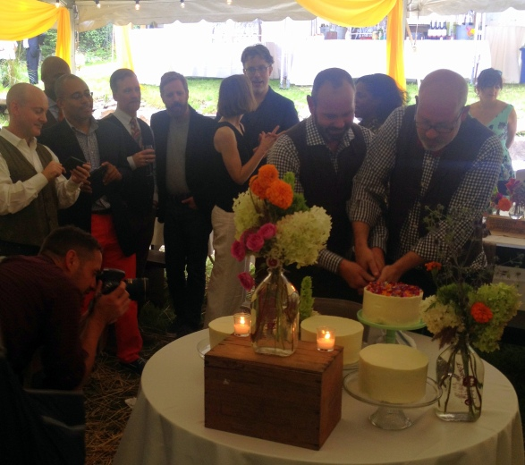 cutting the cake (#photo-op)