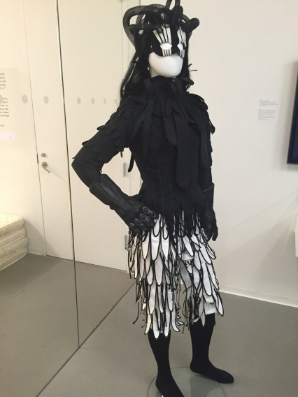 1-8 ofili opera costume