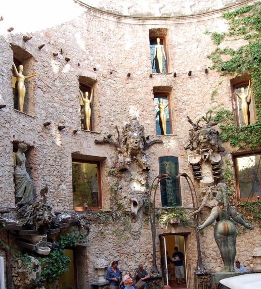 9-16 dali museum courtyard