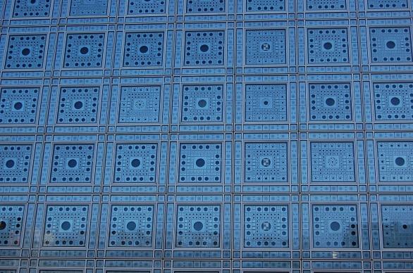 9-20 roussel exterior detail