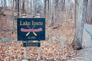 2-21 lake iosco sign