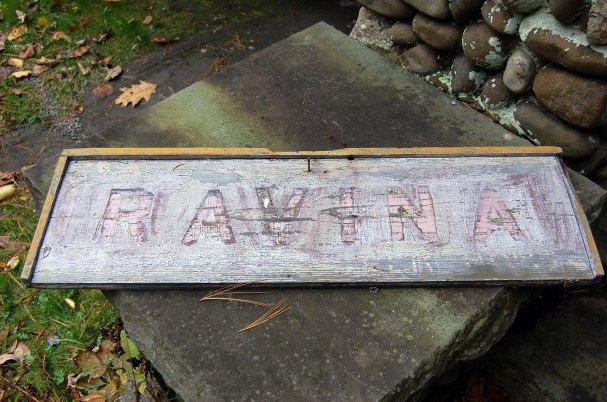 10-23-ravina-sign